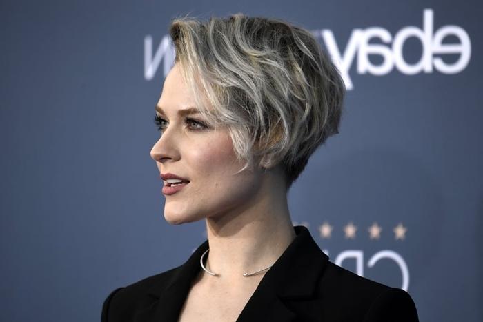 pixie cut mit locken moderne frisuren für frauen damenfrisuren 2021 frisur mit seitenscheitel