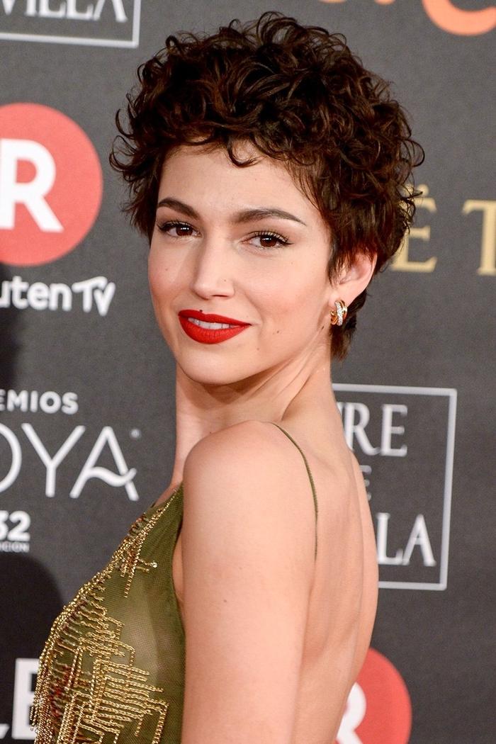 pixie cut mit locken moderne haarfrisuren für damen kurze haare kurhaarfrisur lockig