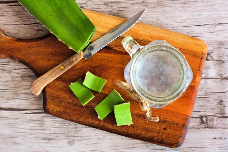 schnittbrett aus holz aloe vera pflanze nutzen ideen