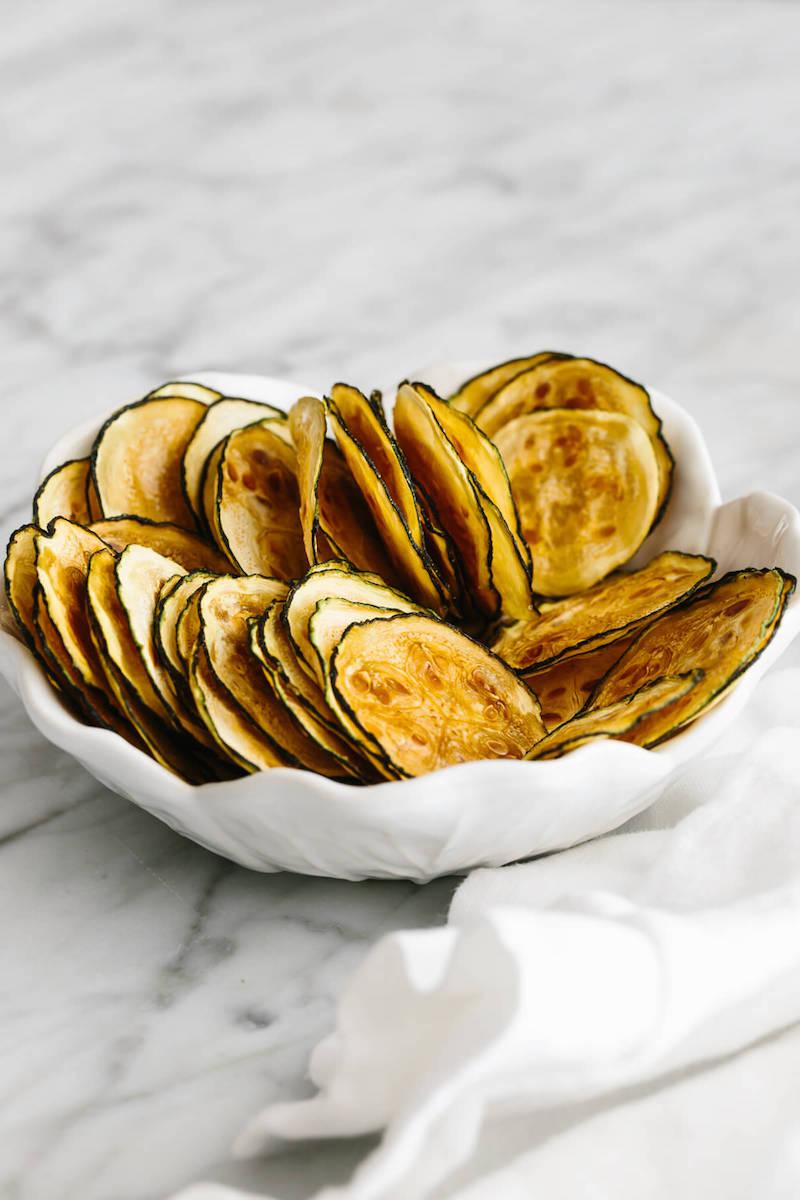 schöne weiße schale kalorienarme chips zubereiten rezept