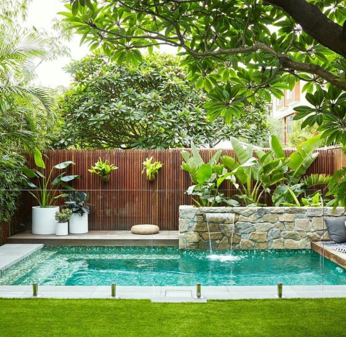 schöner garten mit schwimmbad pool verkleiden ideen und inspiration sichtschutz zaun aus holz