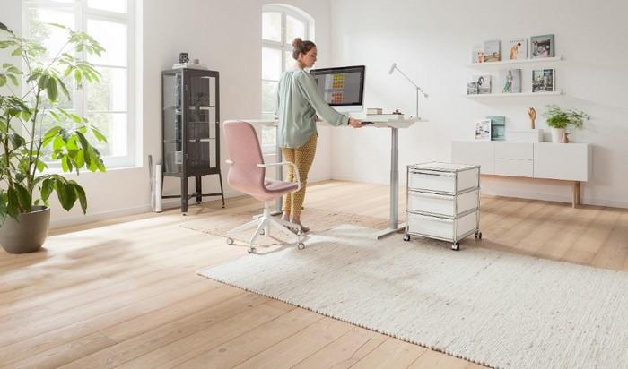 schreibtisch im wohnzimmer standschreibtisch ohne stuhl home office möbel auswählen home office ideen büro einrichtung kleiner schrank mit schubladen