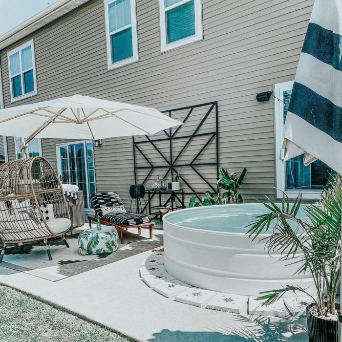 stylischer boho chic garten großer weißer schirm runder ideen für poolumrandung rundpool garten mit schwimmbad