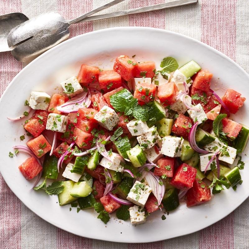 traditioneller griechischer wassermelone feta salat balsamico