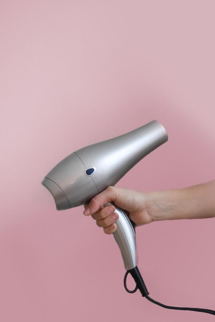 was hilft gegen haarausfall hitzeschutz verwenden haare austrocknen föhn
