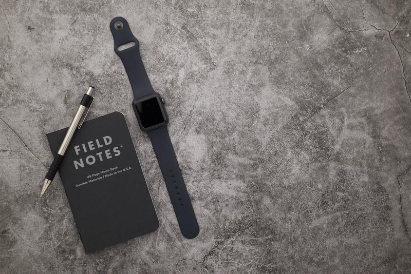 werbeartikel logo werbegeschenke mit logo werbemittel merchandise erstellen notizbuch in schwarz smartwatch kuli