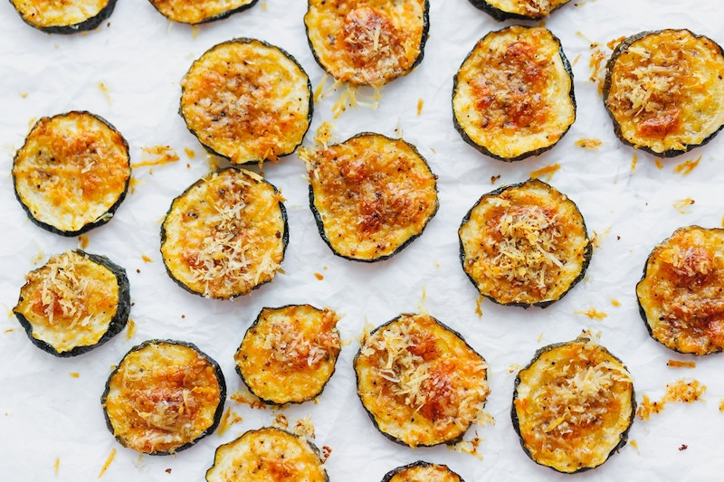 zucchini zubereiten parmesan chips selber machen rezept