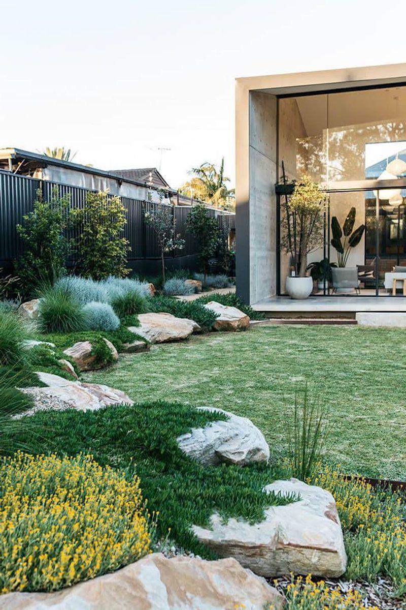 grüner garten pflegeleicht vorgarten pflanzen mit steinen