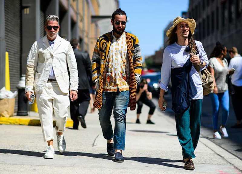 ideen für wide leg jeans kombinieren baggy jeans style für männer drei männer mit wide leg jeans