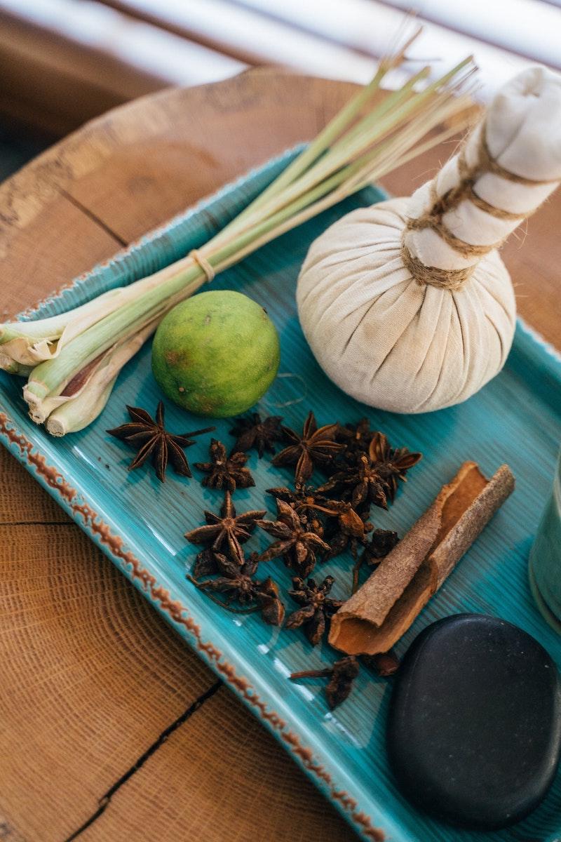 orientalische duftnoten duftbeschreibung duftstoff für parfüm vanille zimt blaue platte