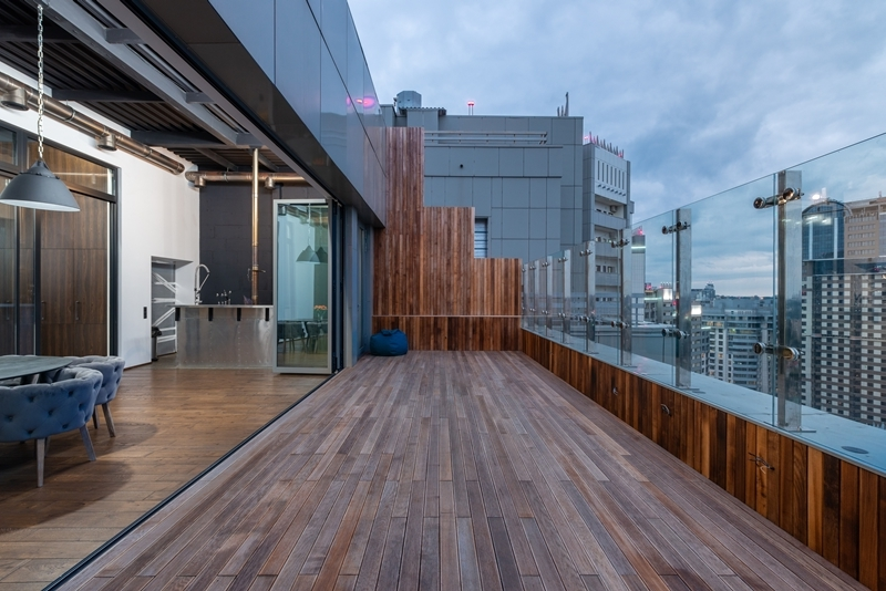 terrasse gestalten moderner bodenbelag aus holz