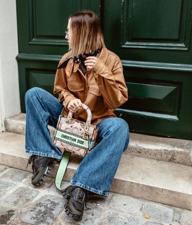 weite jeans braune jacke kurzhaarschnitt bob boyfriend trend