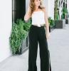 wide leg hosen kombinieren ideen für baggy jeans style frau in schwarzen wide leg jeans und weißem top