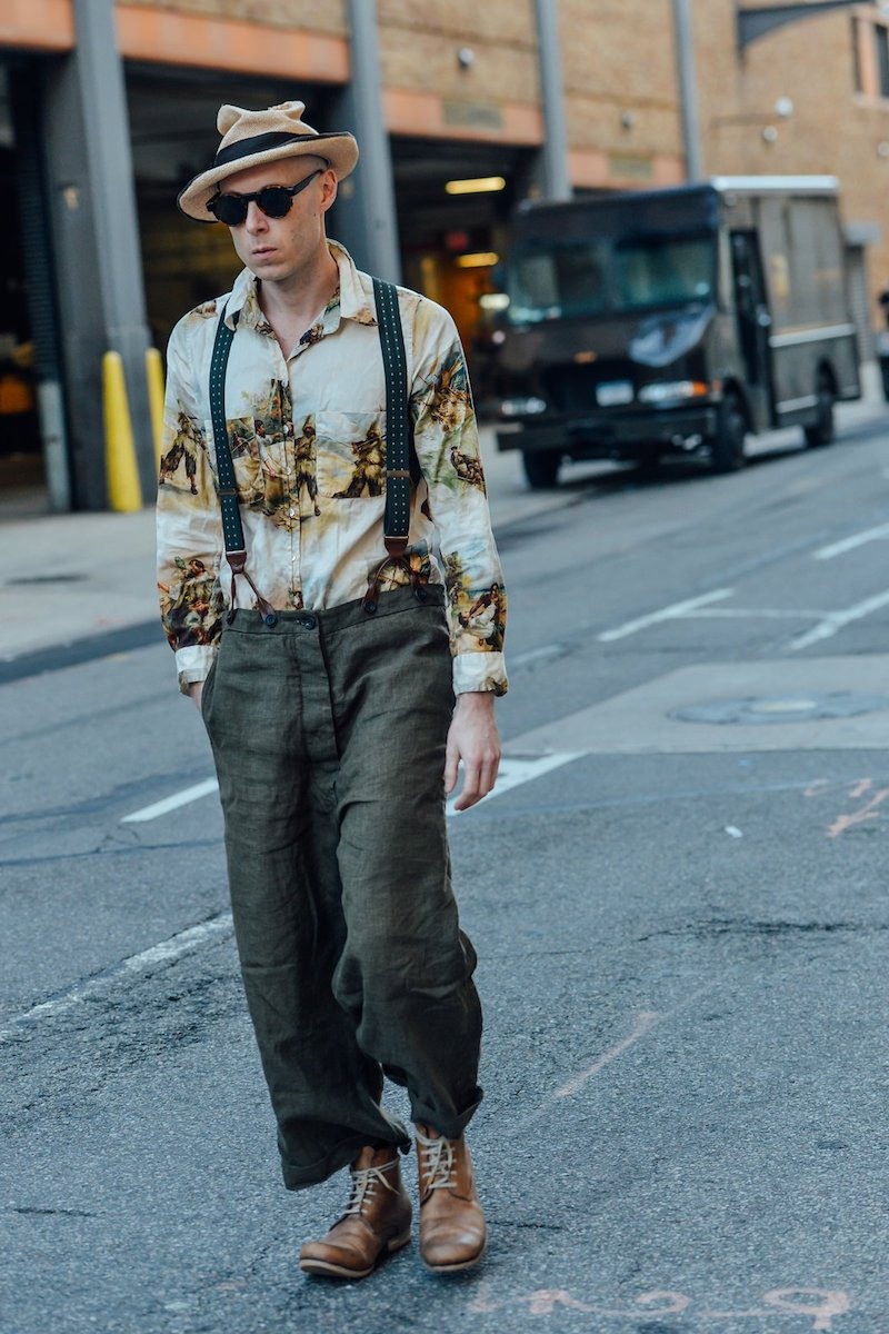 wide leg jeans kombinieren für männer wie trägt man wide leg jeans mann wide leg jeans hemd und hut