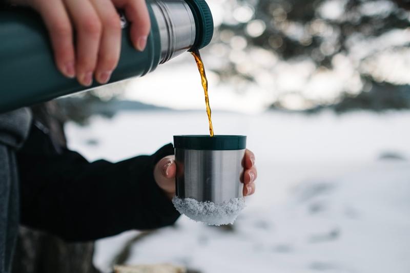 winderwandern hydratisiert bbleiben thermoflasche mit tee