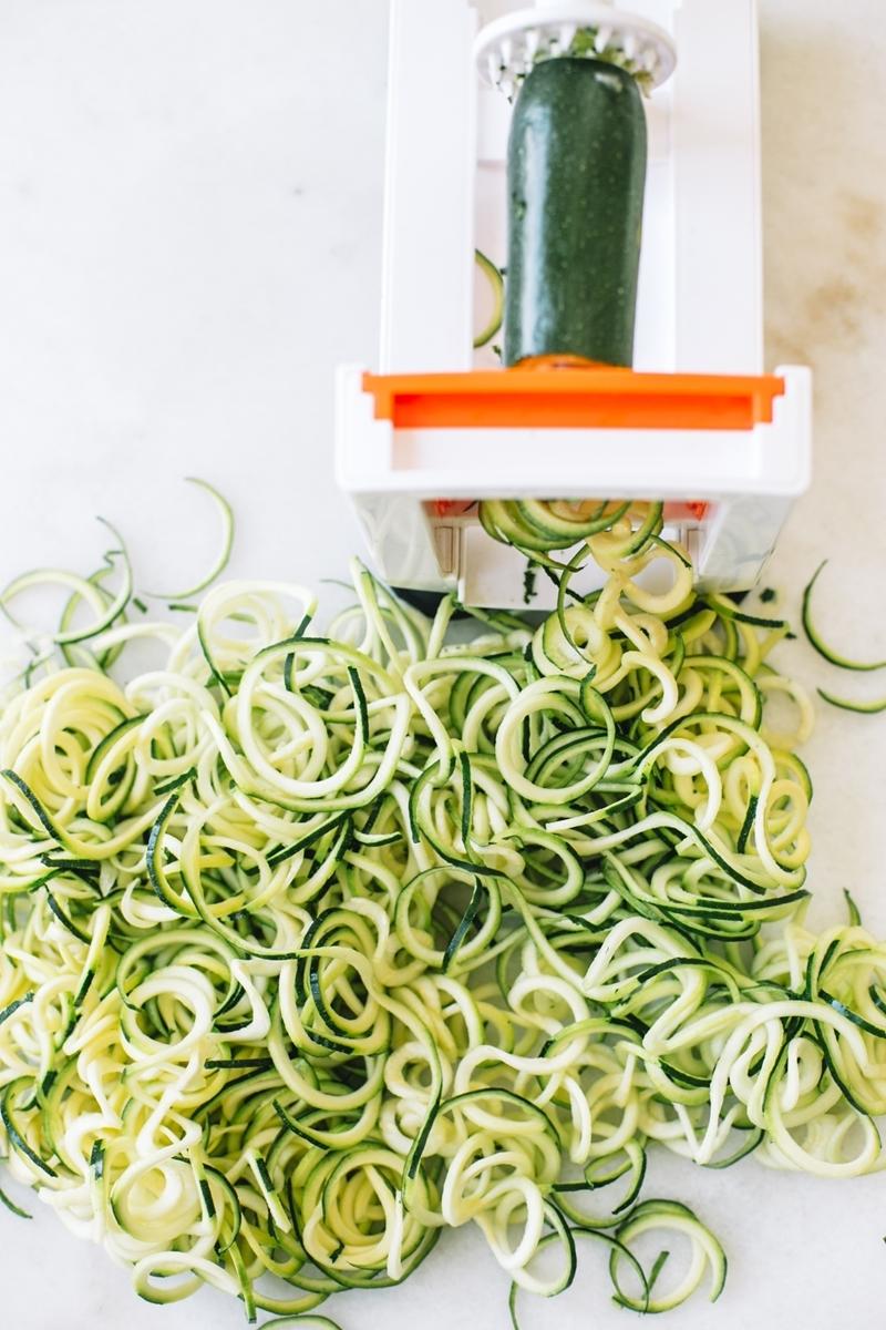 zucchini einfrieren roh zoodles schneiden zudeln maschine
