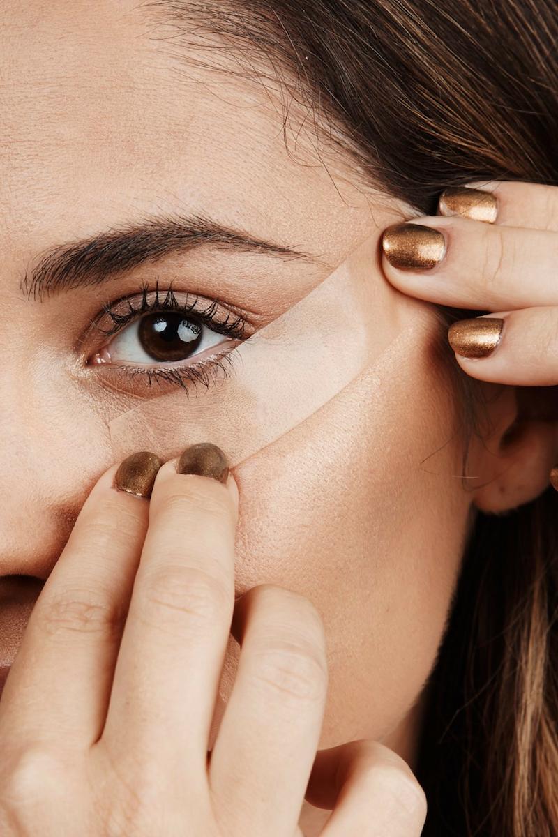 eyeliner hacks eyeliner ziehen für anfänger eyeliner mit klebeband auftragen
