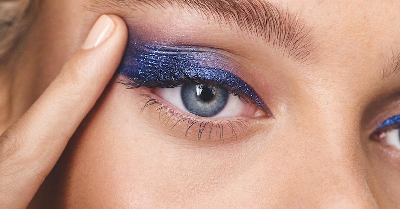 eyeliner schlupflider lidstrich zieheneyeliner hacks blaue augen navy eyeliner