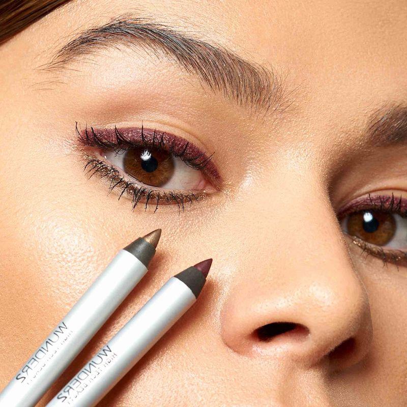 eyeliner ziehen tricks unterschied kajal und eyeliner farbiger eyeliner gold violett