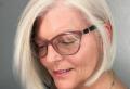 Frisuren für Frauen ab 50 mit Brille und dünnem Haar – schick, elegant und modern!