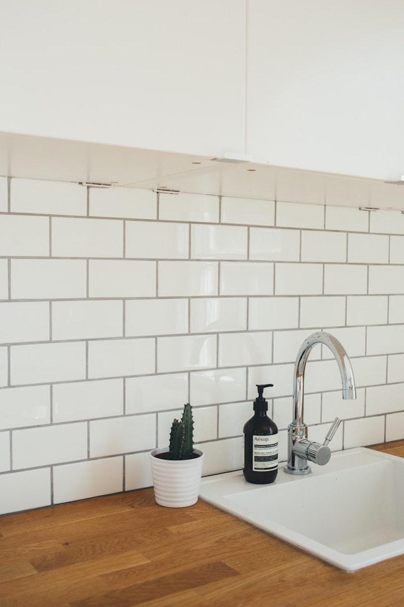 fugen streichen küche wandfliesen waschbecken in weiß