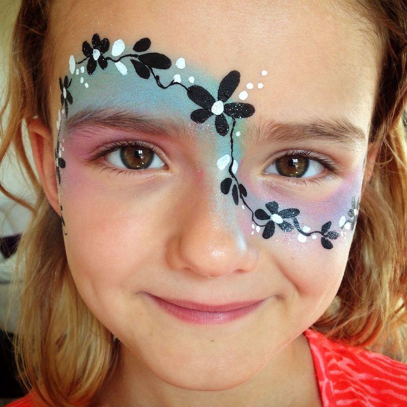 halloween make up für kinder mädchen mit blumen und brokat