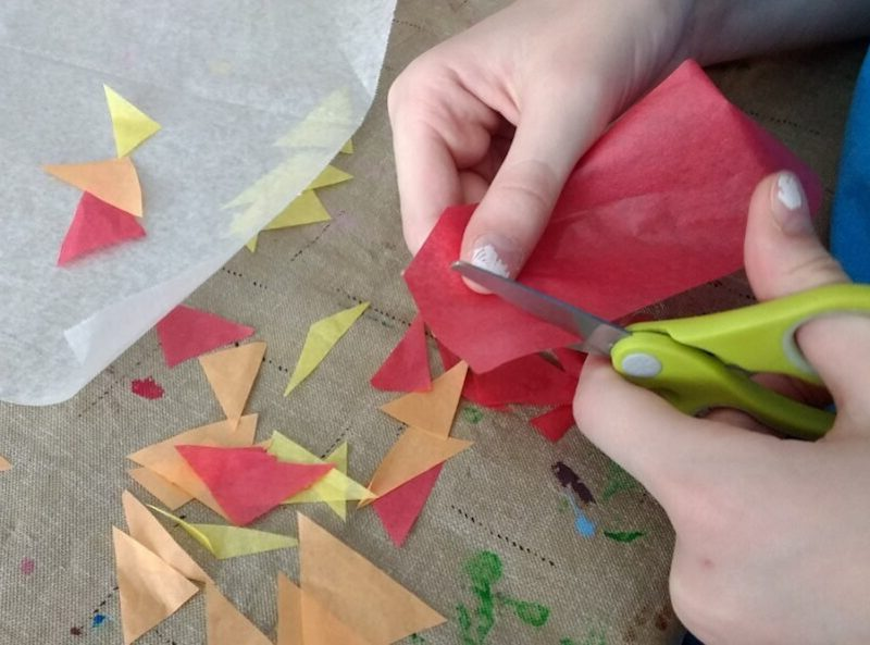 herbst fensterdeko selber basteln bastelvorlagen fensterdeko kindergarten herbst papier schneiden