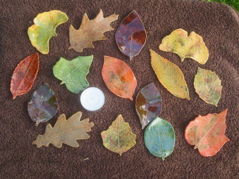 herbst fensterdeko selber machen kinderzimmer deko herbstblätter aus tonerde färben