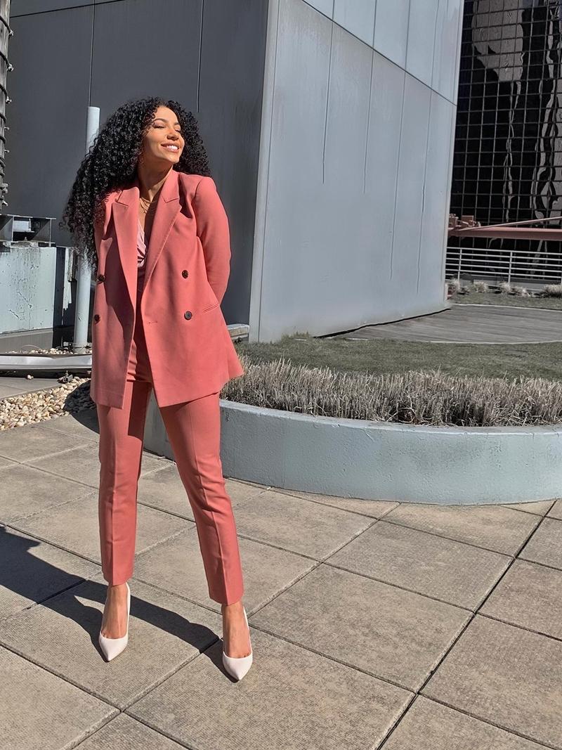 herbst outfit damen 2021 gesättigte farben damenmode