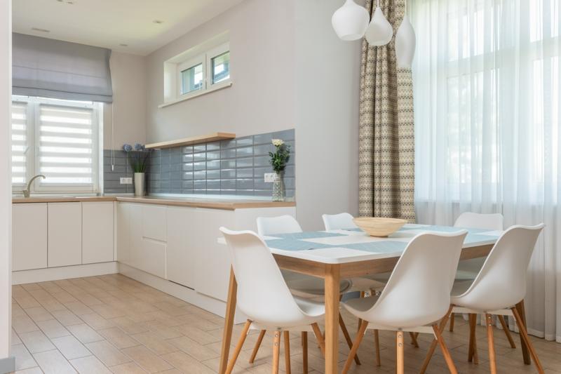 inneneinrichtung küche modern sichtschutz idee plissees und jalousien