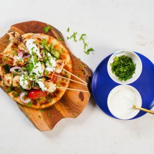 joghurt ein brott greek chicken souvlaki rezept spieße aus fleisch