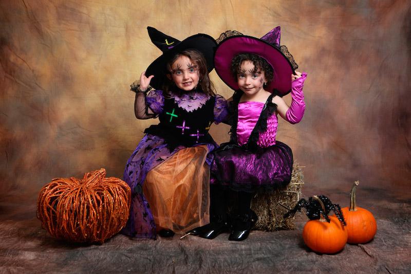 kinderschminken hexe zwei mädchen in hexenkostümen geschminkt