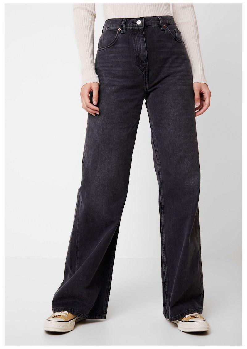 moderne jeans damen 2021 breite schwarze hosen in studio