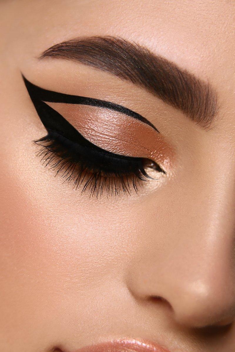 schwarzer eyeliner auftragen unterschied kajal und eyeliner cat eye.makeup