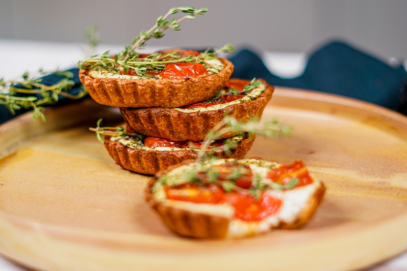 tomaten tarte mini tomatentortaletts mit ziegenkäse und thymian
