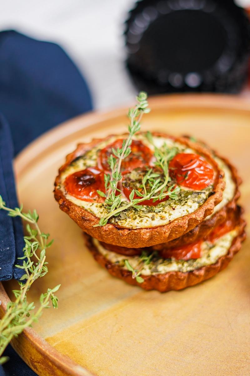 tomatentarte rezept mit ricotta käse eiern und thymian
