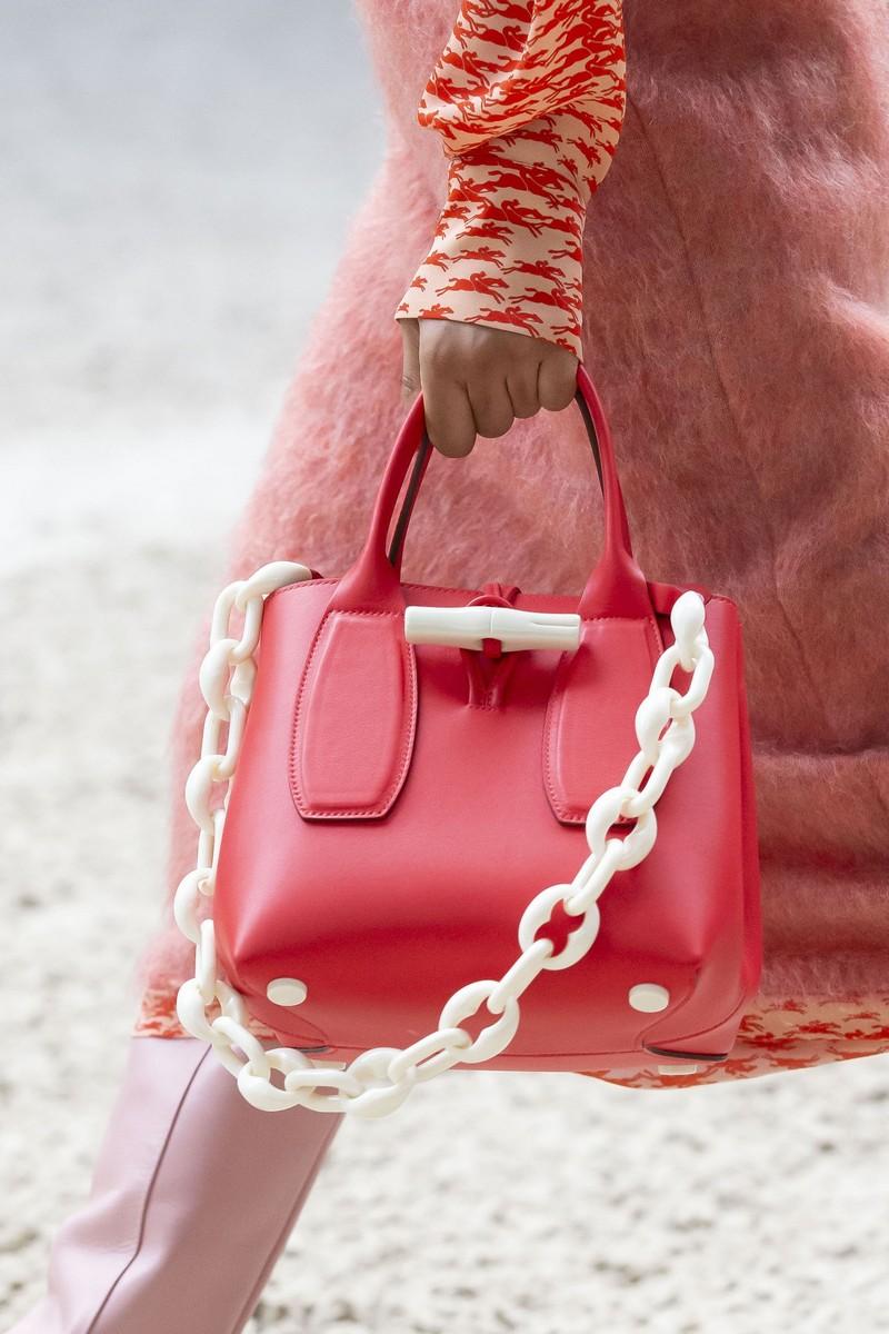 was ist im winter 2021 modern welche farben sind im herbst 2021 modern handtasche rot mit weißem gürtel