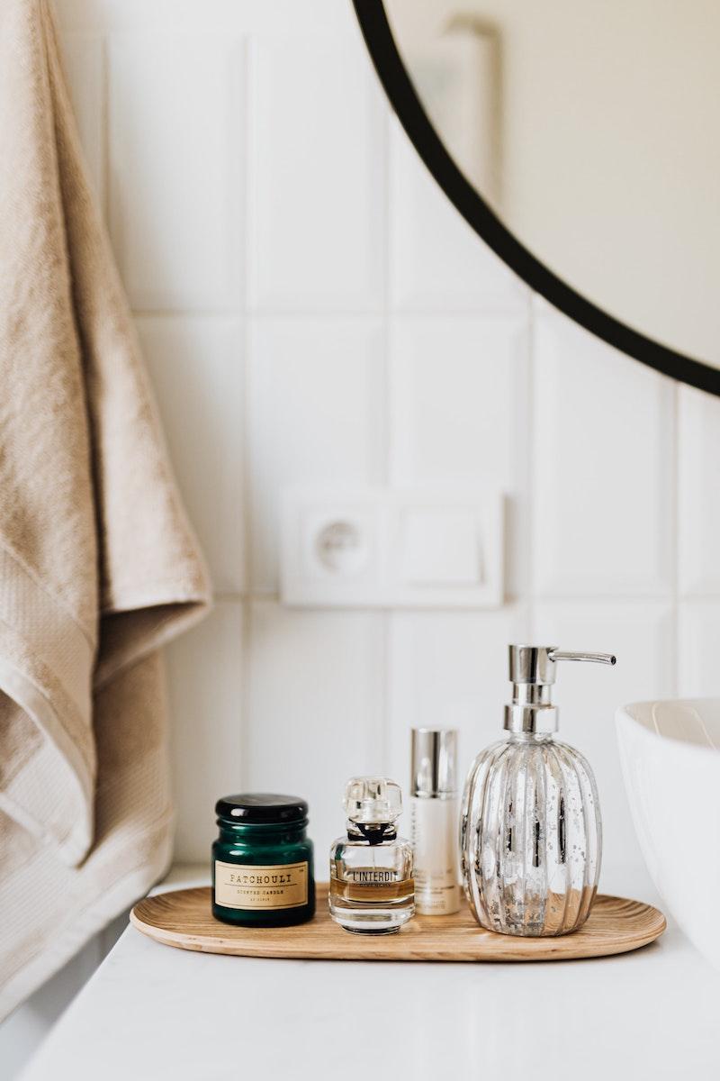 welches parum hält den ganzen tag langhaltende parfums damen kosmetik in badezimmer