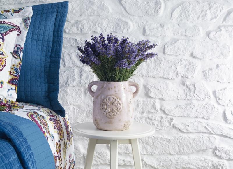1 weiße vase lavendel im schlafzimmer information