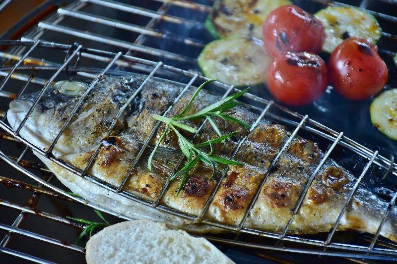 2 grillen fisch grillparty veranstallten ideen