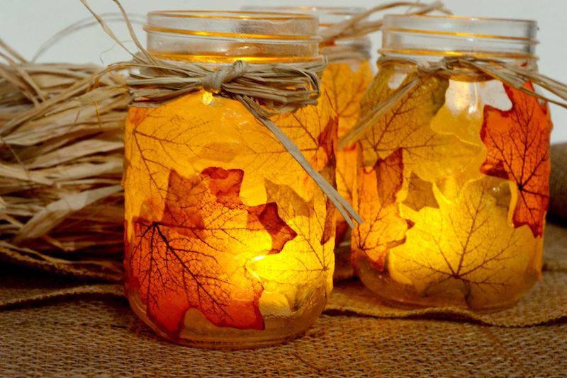 einfache bastelideen für kleinkinder herbstdeko ideen herbst laterne aus einmachglas mit blättern