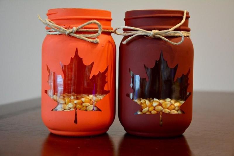 fensterdeko basteln mit kindern bastelideen mit kindern im herbst einmachglas laternen in orange und rot
