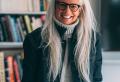 Frisuren für graue Haare ab 60 – wieder charmant im Nu!
