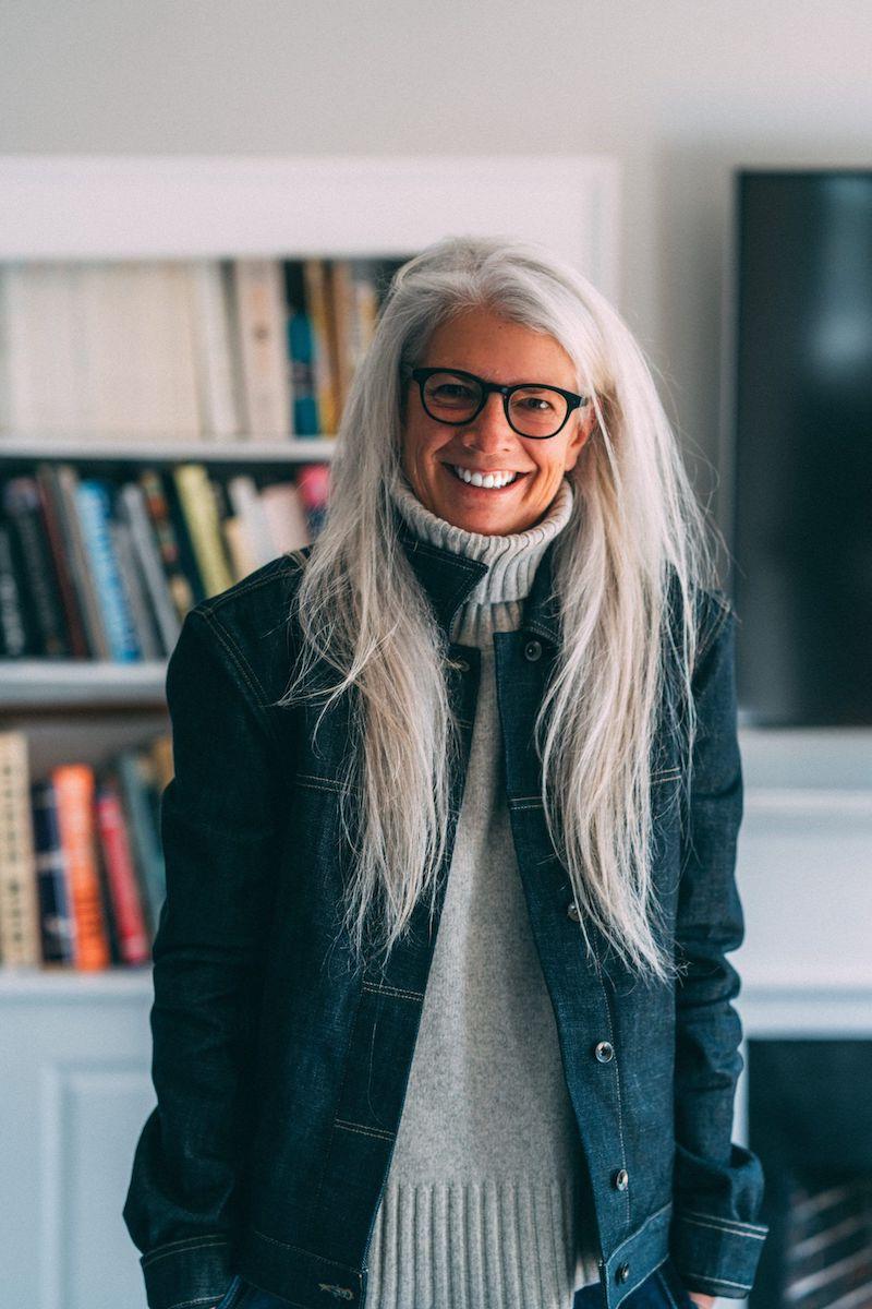 frisuren ab 60 die jünger machen mit brille und weißgrauen haaren