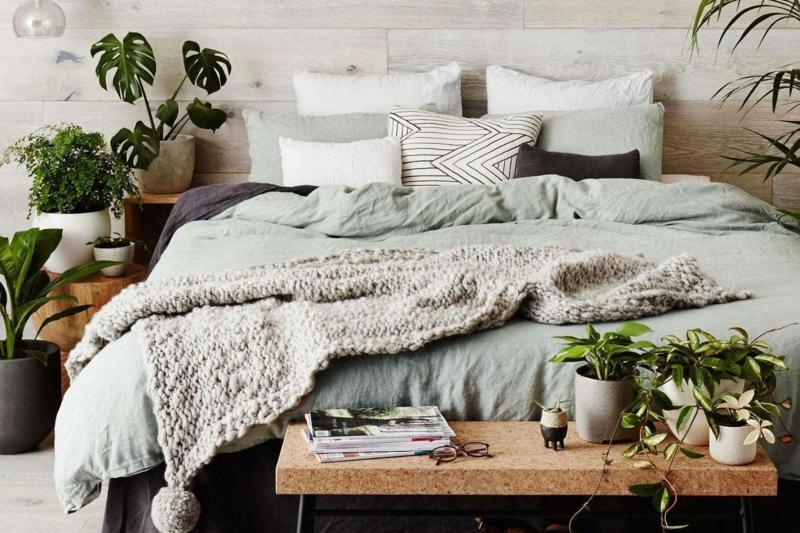 großes bett pflanzen fürs schlafzimmer wählen