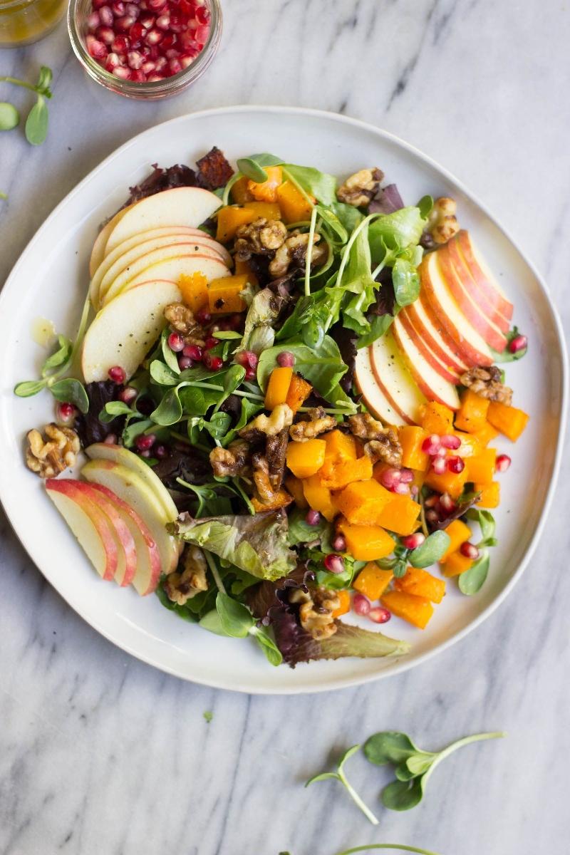 herbstlicher salat mit äpfeln süßkartoffeln und ruccola mittagessen ideen zubereiten einfach