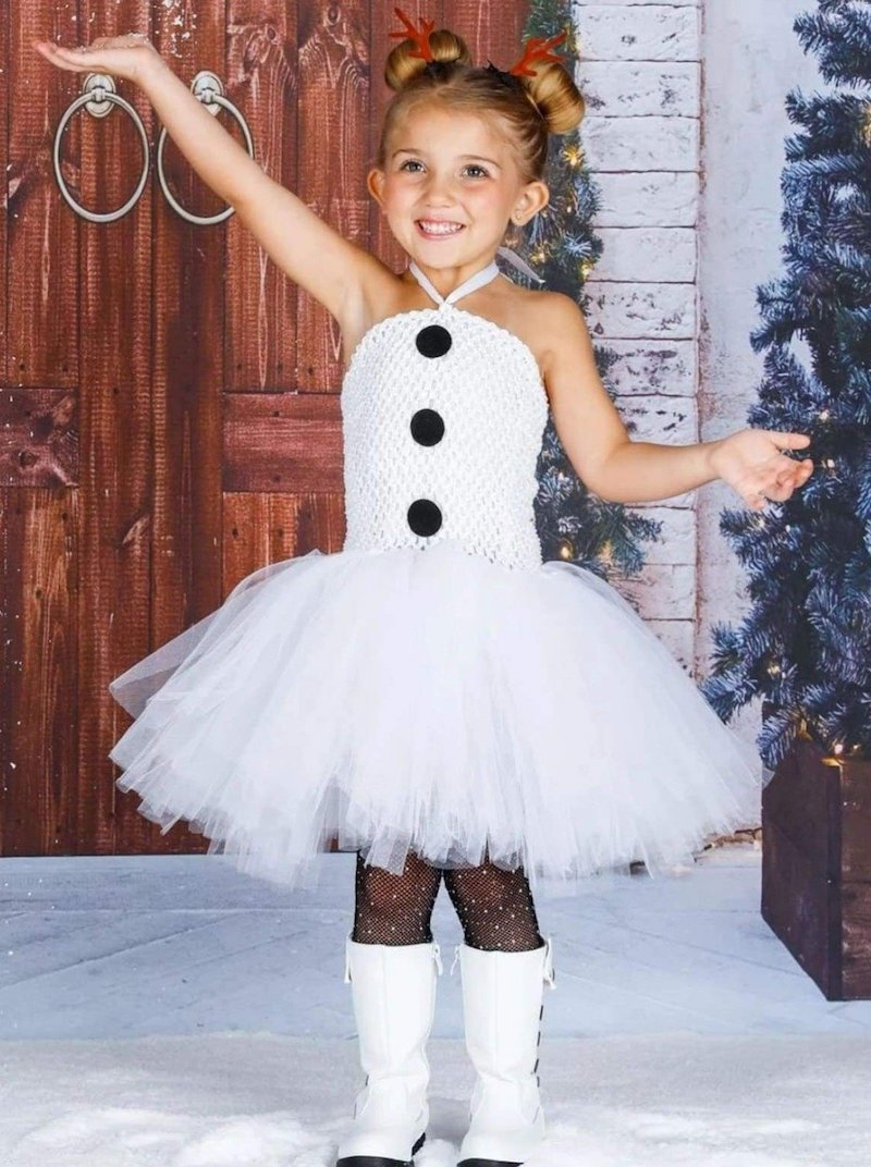 kinderschminken frozen mädchen als olaf angezogen weißes kostüm schneemann