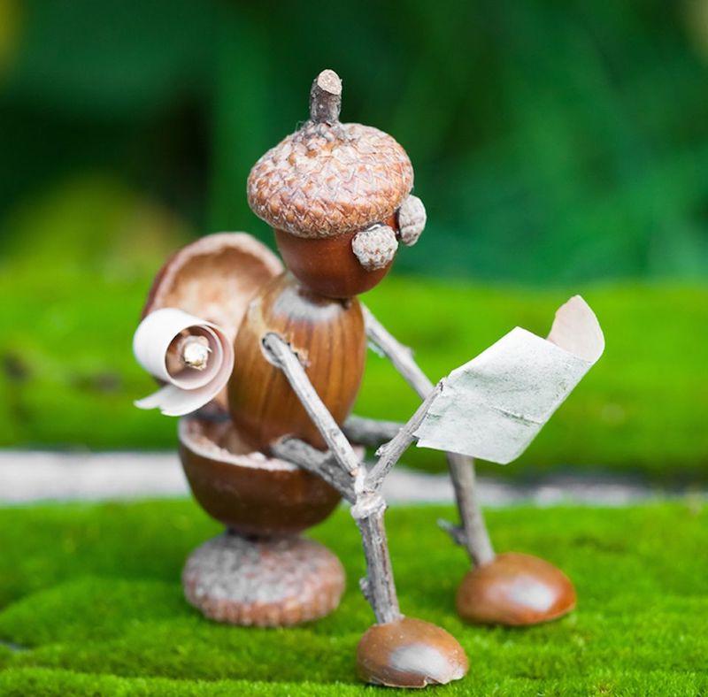 kreatives basteln mit kindern im herbst basteln mit kindern 3 jahre herbst eichelmännchen kleine figur sitzend