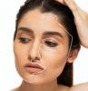 operierte brüste brustvergrößerung erfahrung plastische chirurgie frau liegt liposuktion gesicht