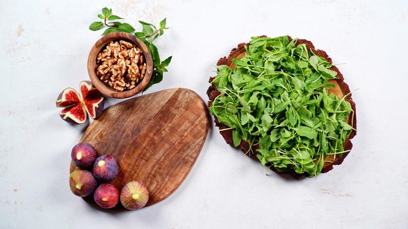 rezepte mit frischen feigen walnüsse rukola gesunder salat sommersalat